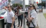 Anne Hathaway protesta
