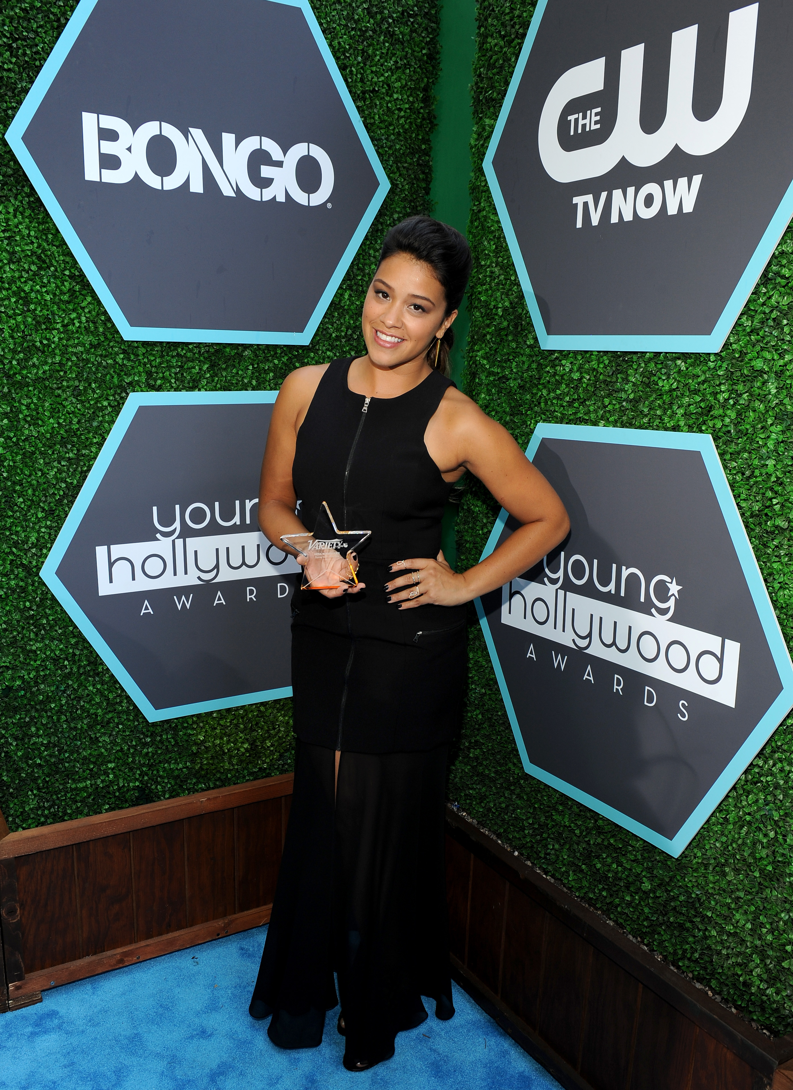 "<p>Gina se prepara para empezar a filmar ""Jane The Virgin,"" pero antes le dimos su premio que fue bien merecido. ¡No podemos esperar verla crecer como actriz y mujer! Te queremos Gina.</p><p><strong>VER TAMBIÉN: <a title=""Gina Rodriguez será premiada en los Young Hollywood Awards (VIDEO)"" href=""http://varietylatino.com/video/gina-rodriguez-young-hollywood-awards-video/"" target=""_blank"">Gina Rodriguez será premiada en los Young Hollywood Awards (VIDEO)</a></strong></p>"