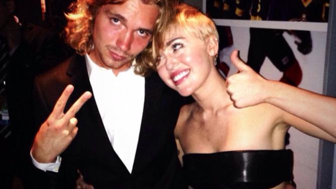 Amigo de Miley Cyrus, Jesse Helt,