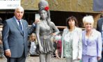Revelan Estatua Amy Winehouse Londres