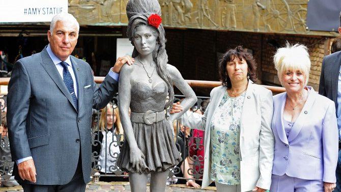 Revelan Estatua Amy Winehouse Londres