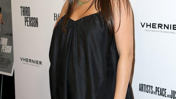 Mila Kunis Crea Anillo Celebrar Madres