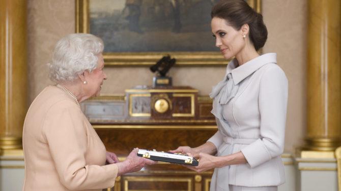 Angelina Jolie dama