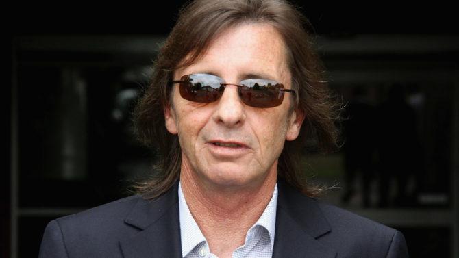 Baterista de AC/DC acusado de planear