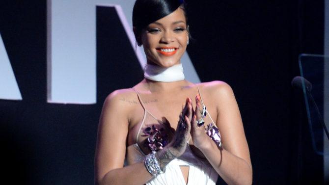 Rihanna regresa a Instagram