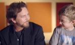 Eddie Vedder ayuda a los niños