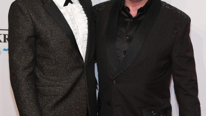 Elton John David Furnish Se Casan
