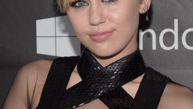 Miley Cyrus Cirugia Muneca