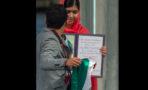 Joven mexicano interrumpe entrega de Premio