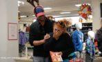 John Stamos Sorprende a Gente Paga