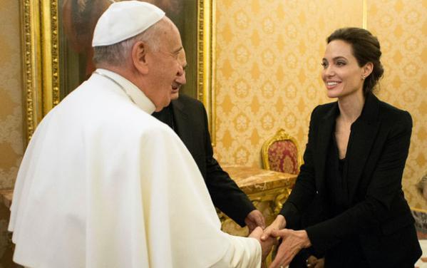 Angelina Jolie Conoce Al Papa Franciso