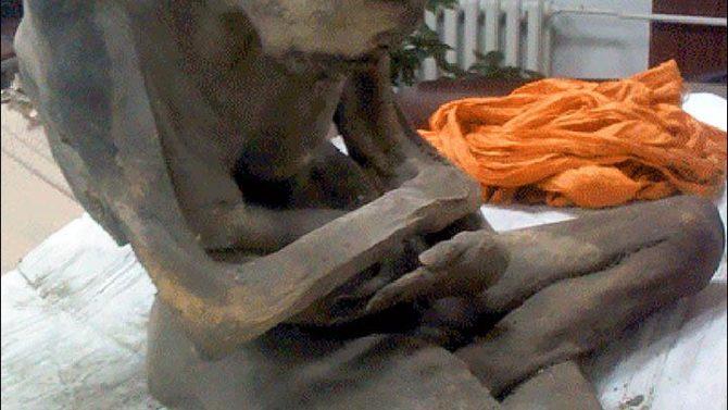 Momia meditando