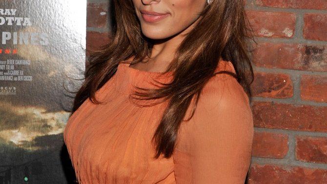 Eva Mendes Launch Cosmetics Line