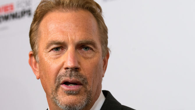 Kevin Costner habla Bobbi Kristina Brown