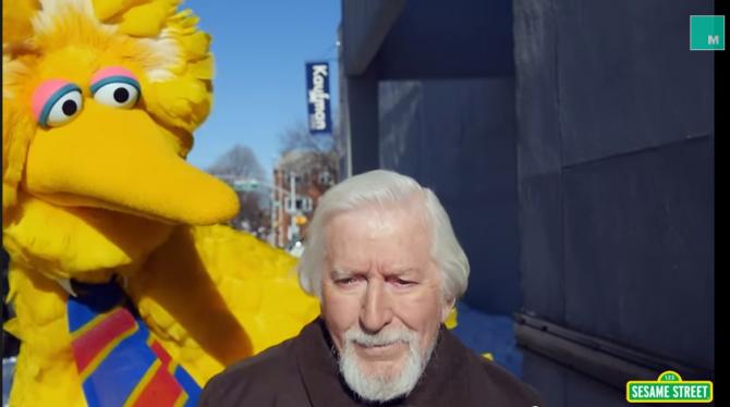 ¡Big Bird Man le hace parodia