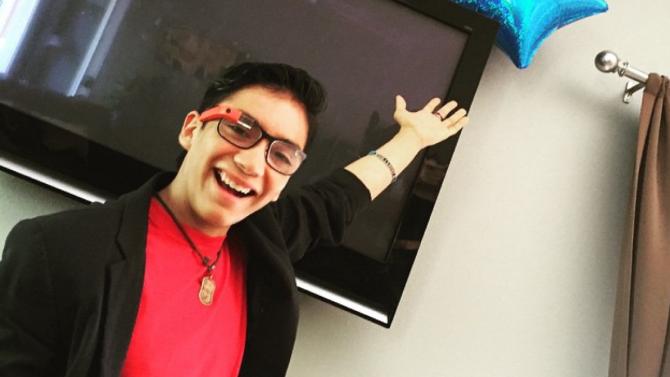 Joven Guatemalteco problemas congénitos de visión