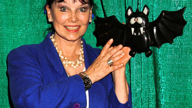 Yvonne Craig muere Batgirl