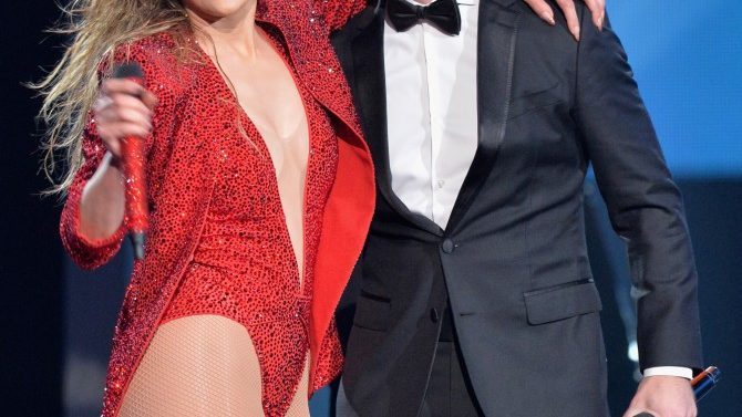 Jennifer Lopez Pitbull iHeartRadio Fiesta Latino