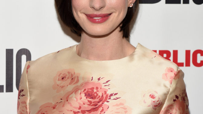 Anne Hathaway The Ambassador's Wife serie