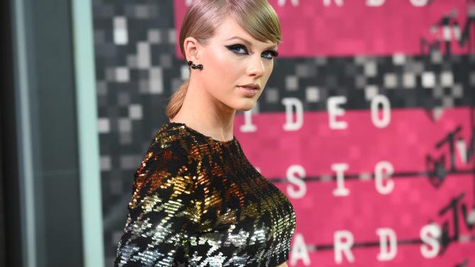 Taylor Swift demandada presentador de radio
