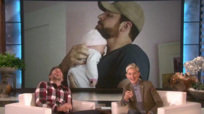 Bradley Cooper se ríe del bebé