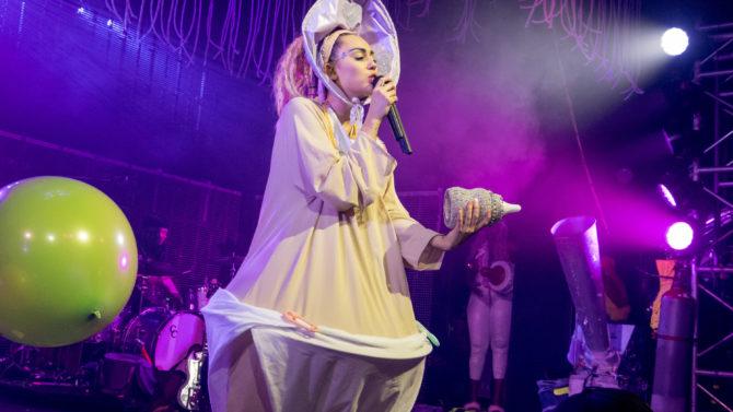 Miley Cyrus Lanza Nuevo Tema Navideño