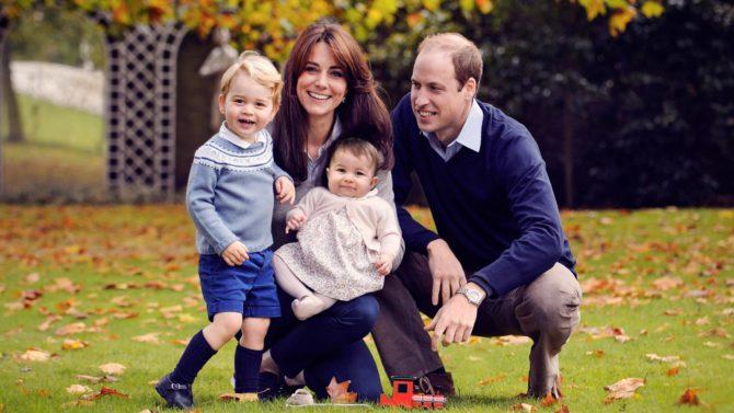 Duques de Cambridge comparten foto familiar