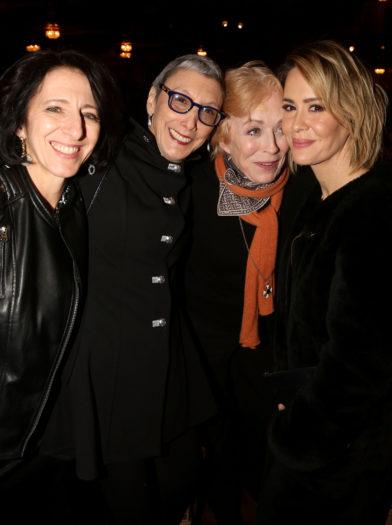 Anna Louizos, Robyn Goodman, Holland Taylor y Sarah Paulson