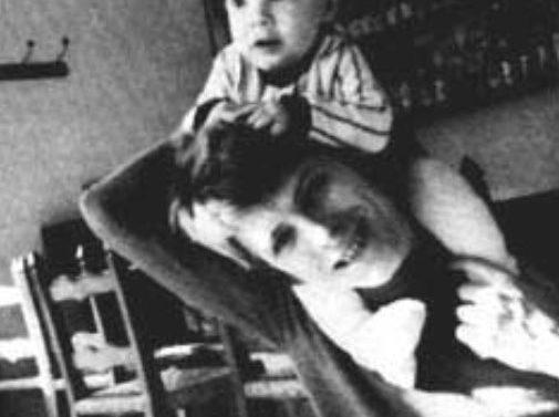Hijo de David Bowie rinde tributo