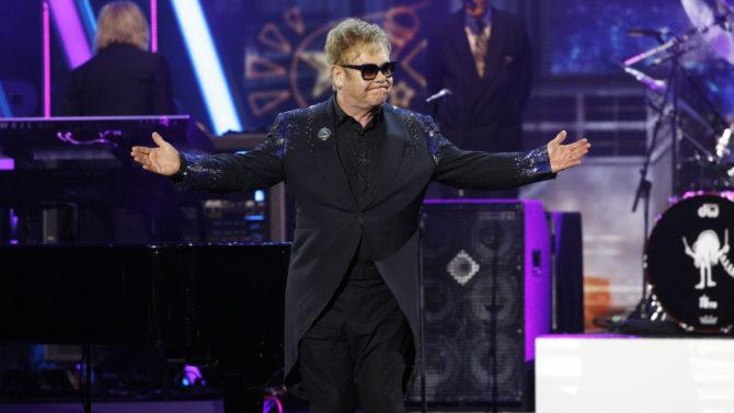 Elton John recuerda a David Bowie