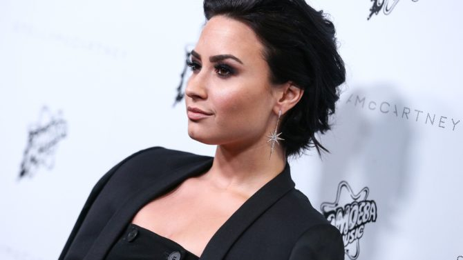 Demi Lovato apoya a Hillary Clinton