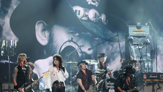 Hollywood Vampires le rinde tributo a