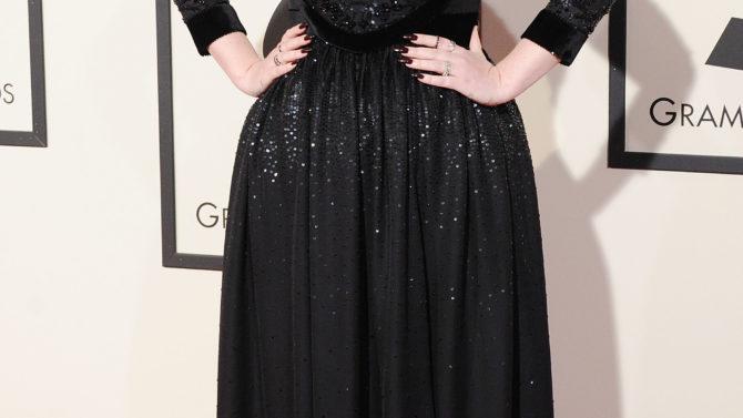 Adele explica falla de sonido en