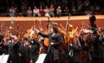 Gustavo Dudamel ensaya canción de 'Coldplay'