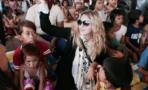 Madonna visita albergues infantiles en Filipinas