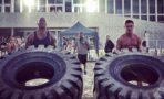 Dwayne Johnson y Zac Efron compiten