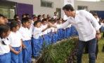 Ricardo Arjona inaugura una segunda escuela