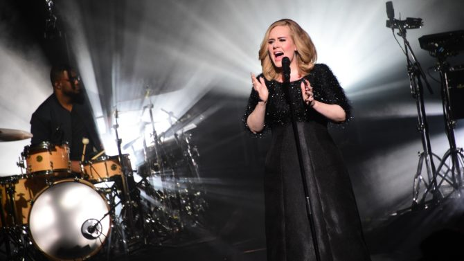 Adele emite disculpas por incidente ocurrido
