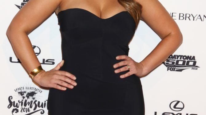 Ashley Graham responde a críticas de