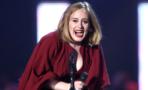 Adele invita a dos fanáticos a