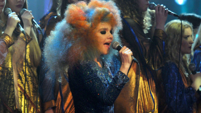 Björk revela que está trabajando en