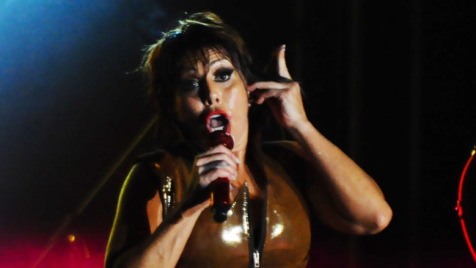 Alejandra Guzmán se molesta y se