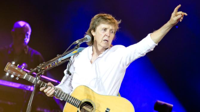 Paul McCartney le rinde tributo a