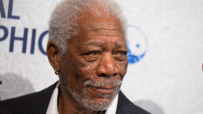 Morgan Freeman señala que la religión