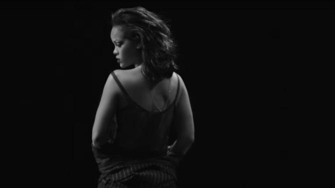 Rihanna lanza sensual video para el