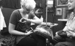 Paris Jackson se hace tatuaje en