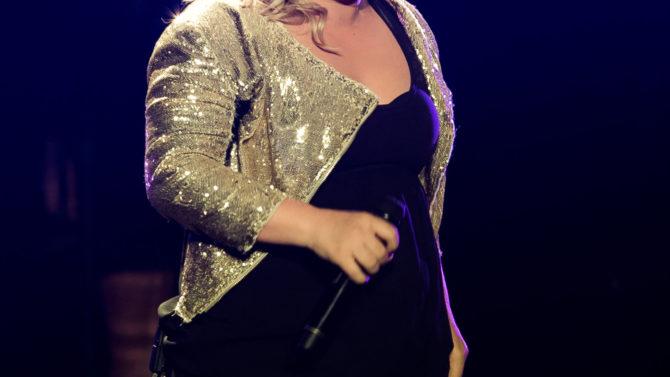 Kelly Clarkson da a luz a