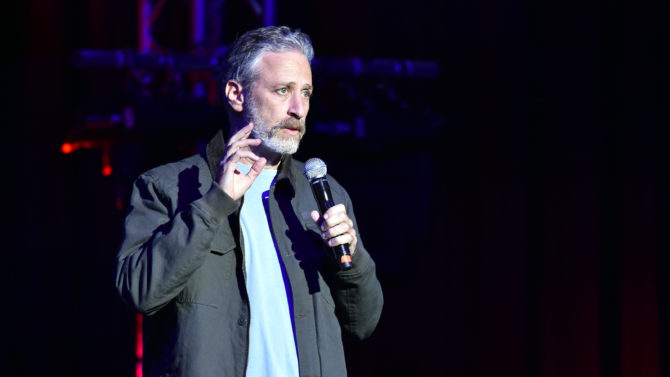 Jon Stewart produce documental sobre los