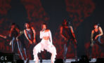 Rihanna rompe récord y empata a
