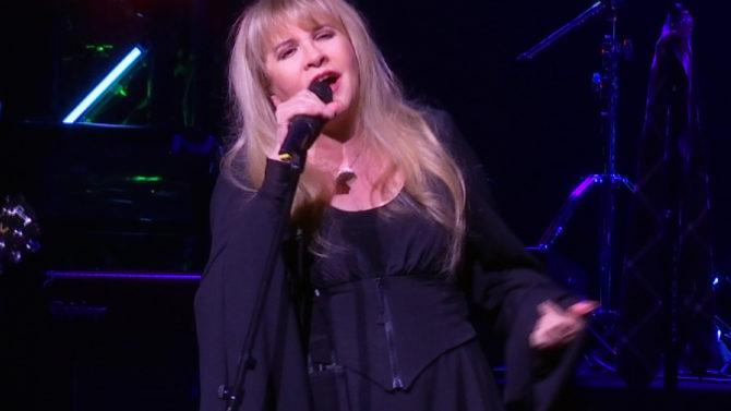 La cantante Stevie Nicks hace aparición